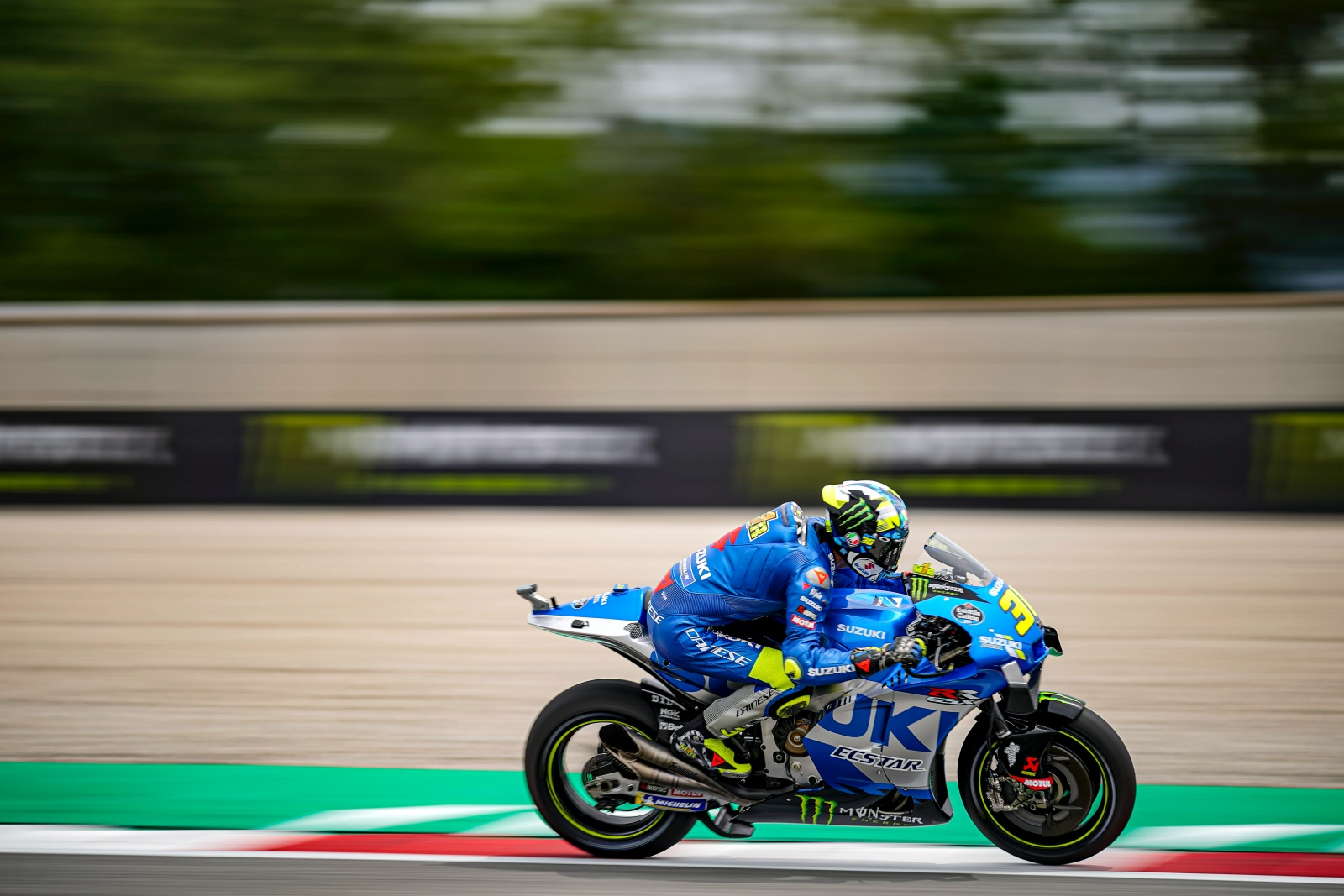 CALM AND CAREFUL START TO CATALUNYA WEEKEND FOR MIR